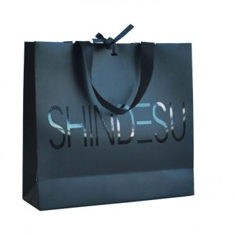 China Spot UV Luxury Gift Black Paper Shopping Bag with Grosgrain Ribbon