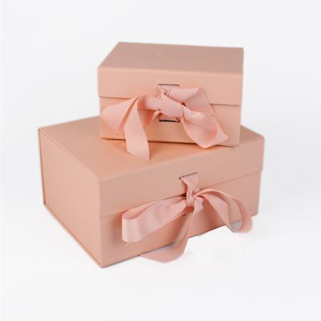 Custom Logo Luxury Cardboard Magnetic Folding Gift Box With Ribbon Closure
